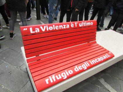 a codigoro panchine rosse per dire stop alla violenza sulle donne estense com ferrara a codigoro panchine rosse per dire stop